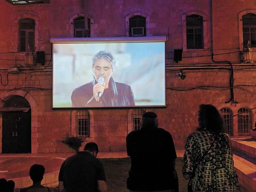 הקרנת סרטים בכיכר הירח (צילום: נדב-בן אוד)