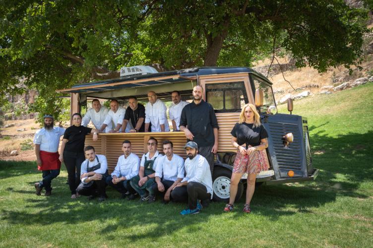 """בעלי המסעדות והשפים המשתתפים ב""""אוטו-אוכל"""" (צילום: איתי מוניקנדם)"""