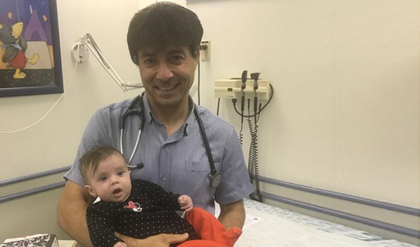 """ד""""ר סליי והדסה התינוקת שאוכלת רגיל (צילום: דוברות הדסה)"""