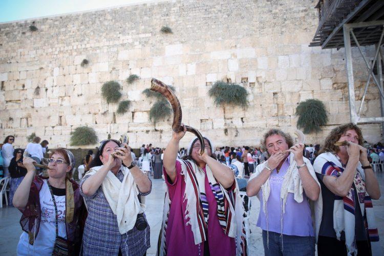 התוכנית הייחודית לקידום יוזמות חברתיות בירושלים: נשות הכותל בפנים