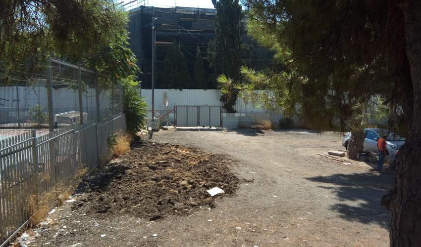 העבודות להצבת חניוני הקומות, סמוך לבית הספר הניסויי, חמישי שעבר