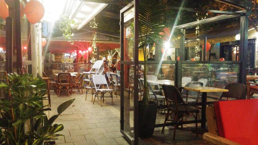 """בר """"תל אביב"""" במרכז העיר, השבוע (צילום: גלעד לוי)"""