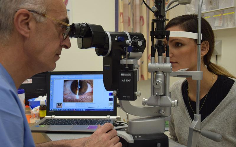 בדיקה לזיהוי תסמונת יובש בעיניים (צילום: דוברות שערי צדק)