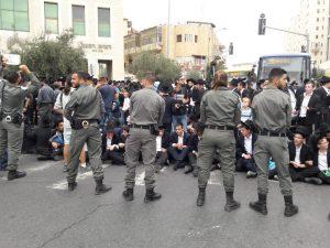 התפרעויות החרדים נגד מצעד הגאווה (צילום: דוברות המשטרה)