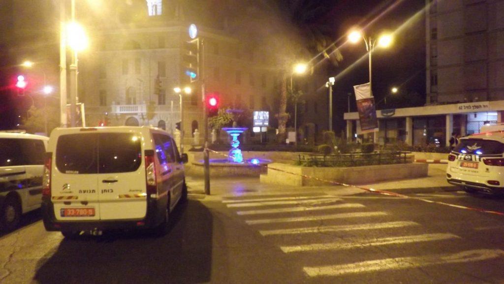 זירת התאונה בכיכר פריז (צילום: דוברות המשטרה)