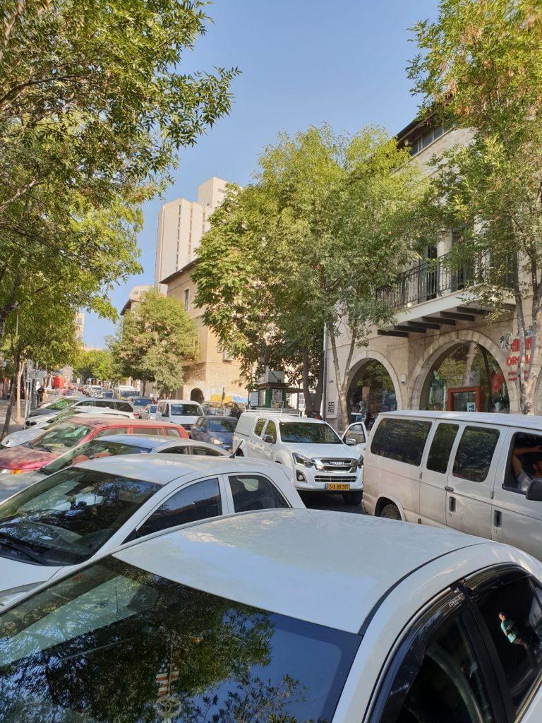 מחאת הורי הניסויי, חוסמים את התנועה ברחוב הלל