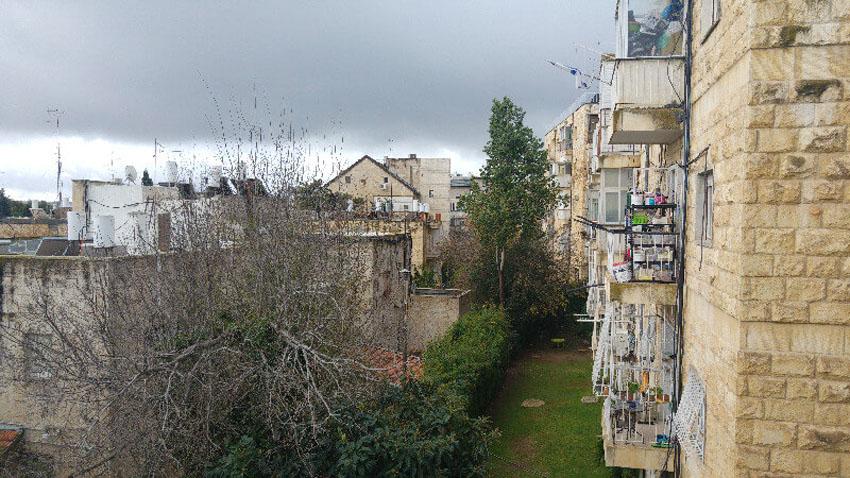הדירה ברחוב הפלמח, קרית שמואל (צילום: קורל איילון וטובי ורדי דמתי)