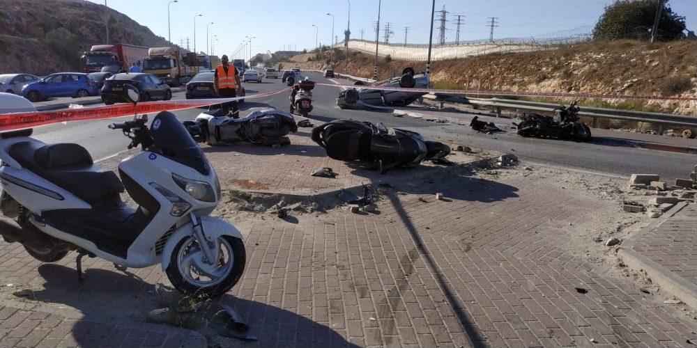 התאונה בצומת עטרות - עומסים בכביש בגין (צילום: דוברות המשטרה)