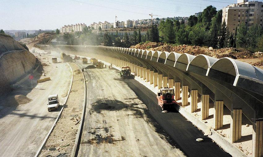 העבודות להקמת כביש בגין בשנת 1998 (צילום: ראובן מילון)