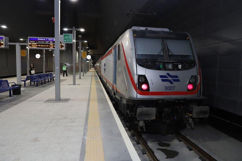 """הרכבת המהירה ירושלים-נתב""""ג (צילום: שלומי כהן)"""