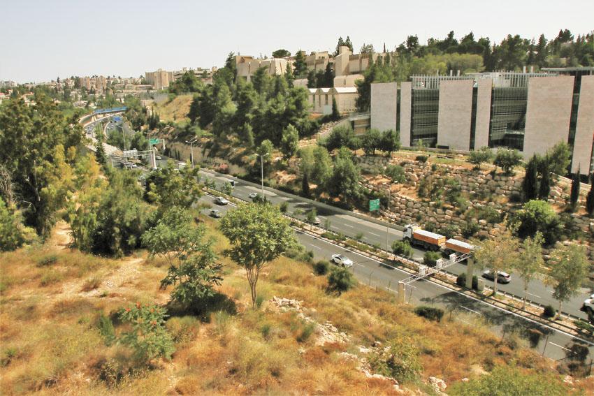 כביש בגין (צילום: שלומי כהן)