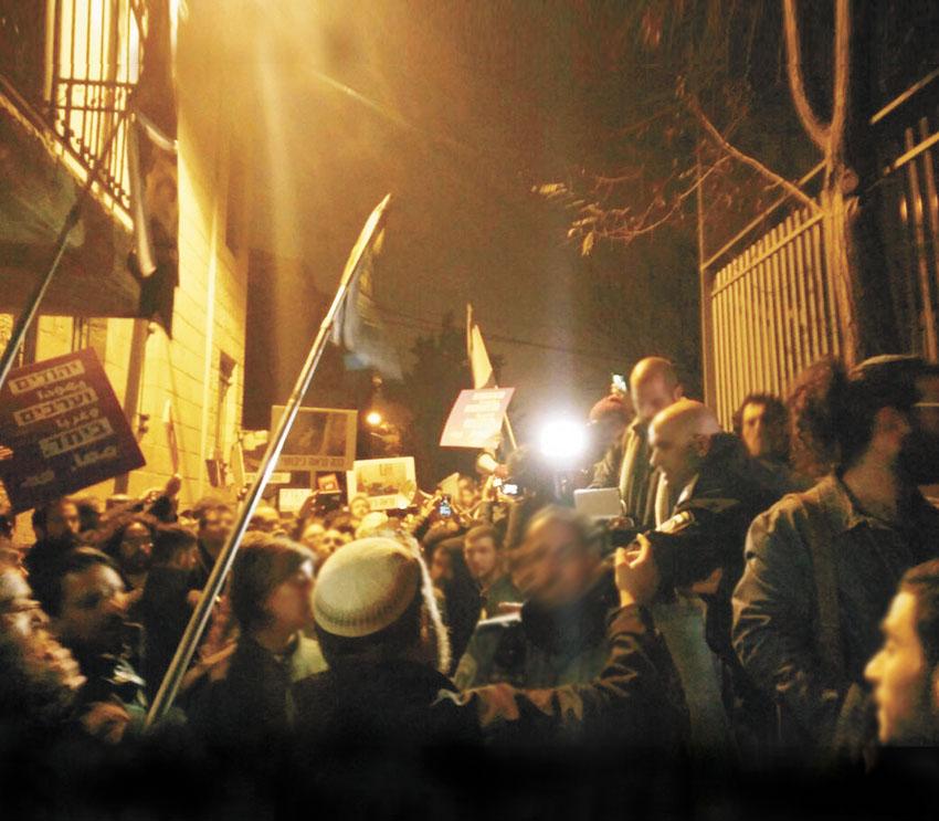 הפגנות לסגירת גלריית ברבור בשנה שעברה