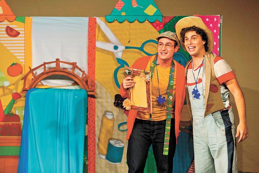 """מתוך ההצגה """"חברים על הגשר"""" (צילום: כפיר בולוטין)"""