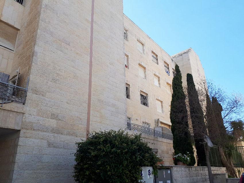 הבניין ברחוב דולצין, גבעת משואה (צילום: מיכל הראל ושרית אליאסף)