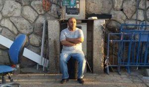 שלמה מרדכי בשטח שבו פעל הדוכן סמוך לבנייני האומה (צילום: בעל הדוכן)