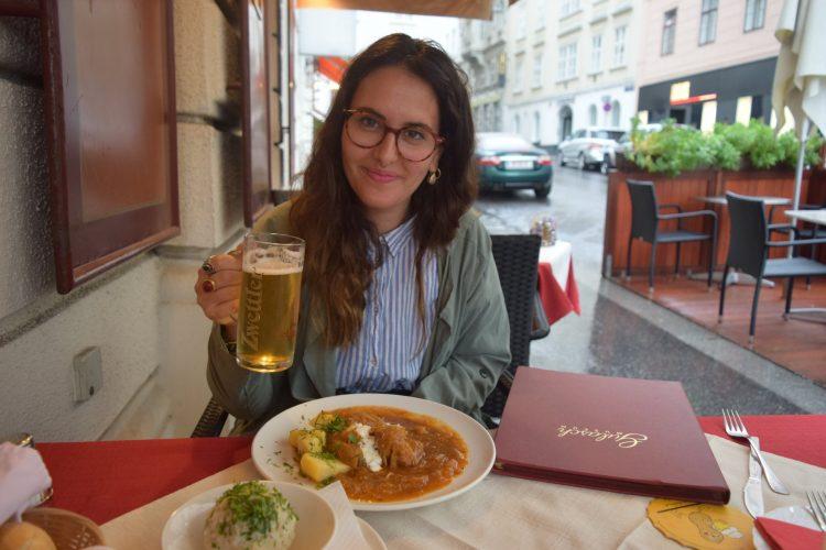 """רות פון שטראוס במסעדת """"מוזיאון הגולאש"""" (צילום: תמר פון שטראוס)"""