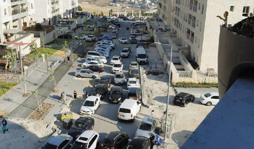 פקק ברחוב יצחק רפאל בהר חומה (צילום: לירון זלצמן)