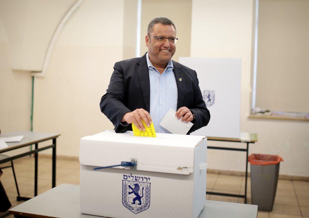 משה ליאון, מצביע אתמול ביום הבחירות (צילום: אורן בן-חקון)