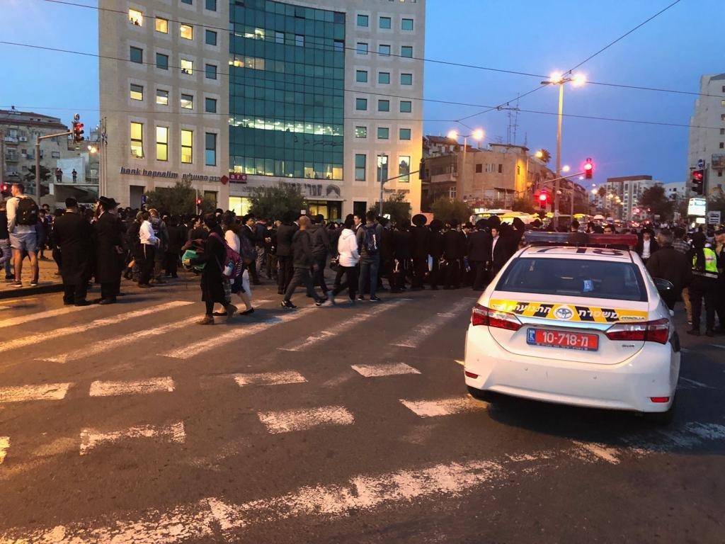 הפגנות החרדים בצומת שרי ישראל-יפו (צילום: דוברות המשטרה)