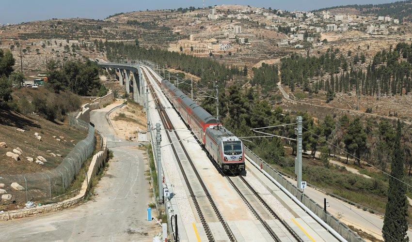 """קו הרכבת המהיר ירושלים-נתב""""ג (צילום: שלומי כהן)"""