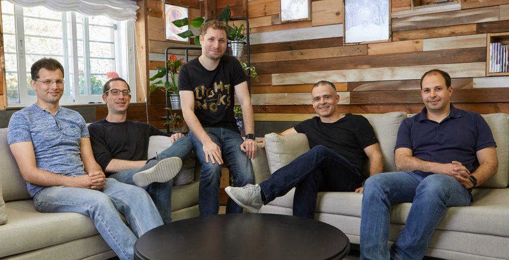 מייסדי לייטריקס - עמית גולדשטיין, זאב פרבמן, ירון אינגר, איתי צידון וניר פוצטר (צילום: אופיר אבה)