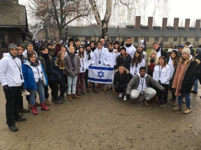 תלמידי תיכון דרור במסע לפולין, בשנה שעברה (צילום: תיכון דרור)