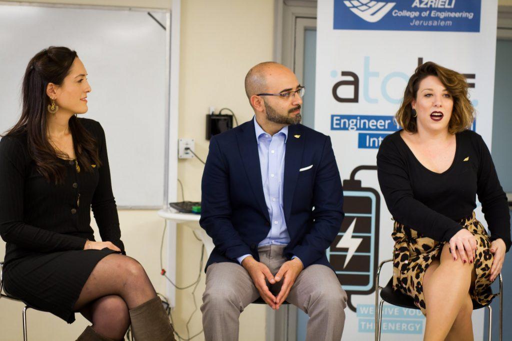 מימין: לילי פרגמניקוב – מנהלת פרויקטים, מיכאל מזרחי - ראש הרשות למחקר חדשנות ויזמות , נועה יפה - מנהלת תכנית (צילום: אסף קרלה)