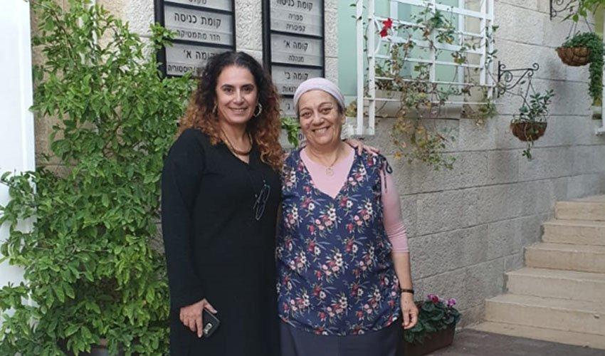 """הסטודנטית רבקה חדד וסמנכ""""ל מכללת אפרתה מיכל נדב (צילום:מכללת אפרתה)"""