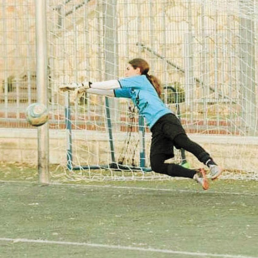 מירב יעקבס שוערת נערות קטמון (צילום: באדיבות הפועל קטמון ירושלים)