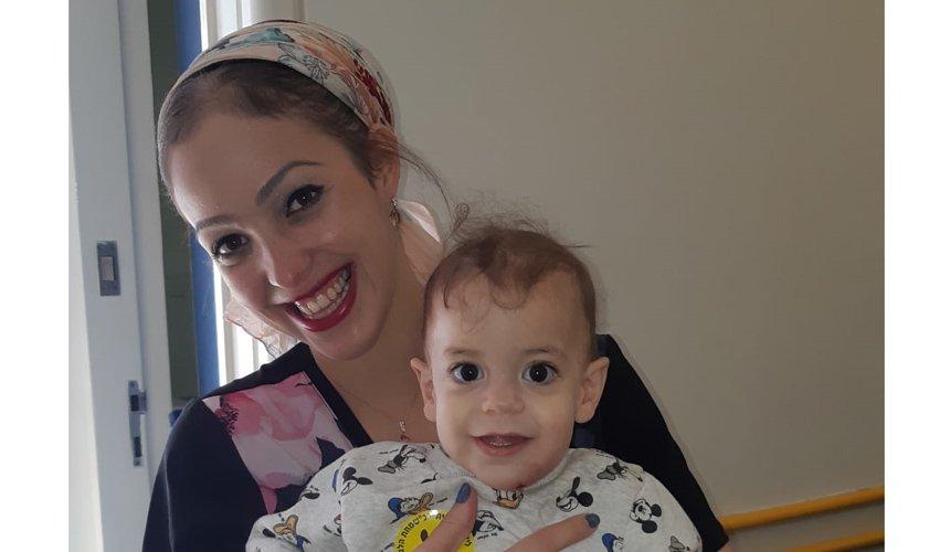 התינוק שימי וליטל נחמיה, אחות מכירורגית ילדים (צילום: דוברות הדסה)