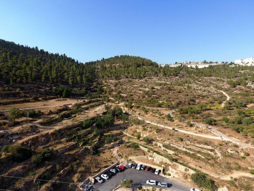 רכס לבן ממעוף הרחפן (צילום: דב גרינבלט, החברה להגנת הטבע)