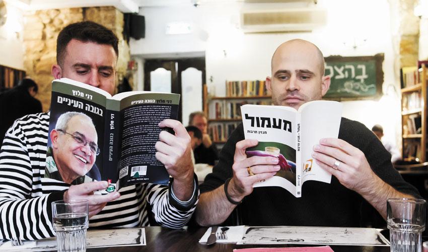 """עמית אהרנסון ויהונתן כהן, """"תמול שלשום"""" (צילום: אסף קרלה)"""