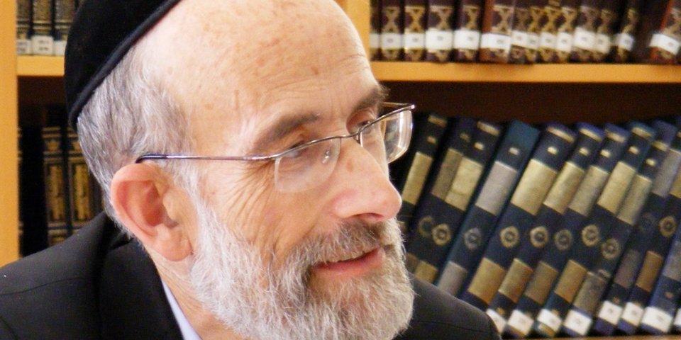 """הרב דניאל אפשטיין בבית אבי חי (צילום: יח""""צ)"""