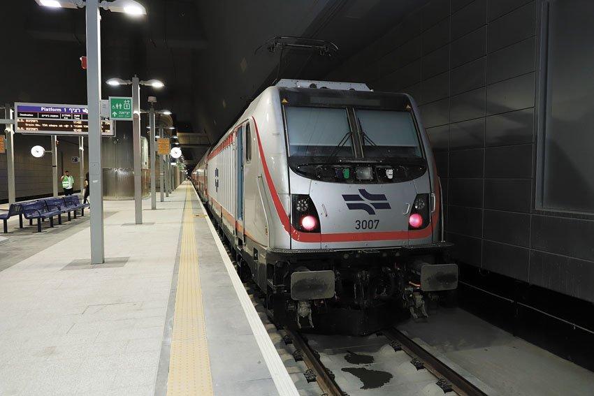 הרכבת בתחנת האומה בירושלים (צילום: שלומי כהן)
