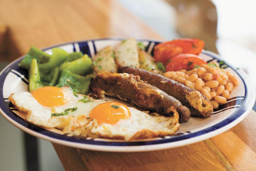"""ארוחת בוקר מנדטורית, """"קפה סירה"""" (צילום: אסף קרלה)"""