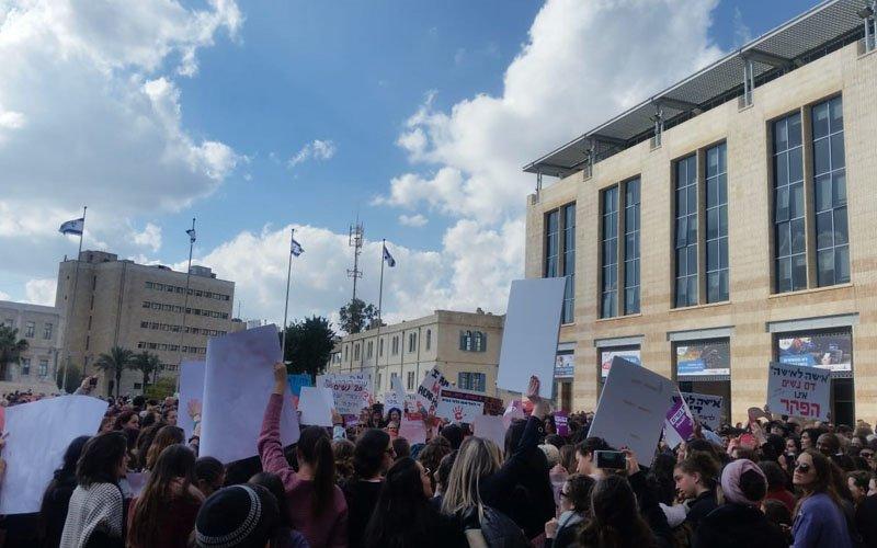 עצרת המחאה בכיכר ספרא על רקע האלימות כלפי נשים
