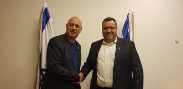 """ראש העיר משה ליאון ויהודה בן יוסף (צילום: יח""""צ)"""