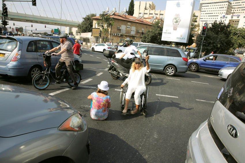 מחאת הנכים (צילום: אוליבייה פיטוסי)