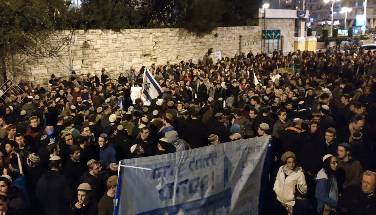 מחאת הימין מול בית ראש הממשלה, הערב (צילום: שלומי הלר)