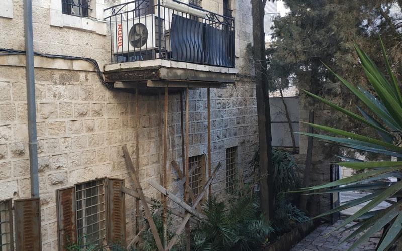 הפיגומים בבית הרב קוק (צילום: שלומי הלר)
