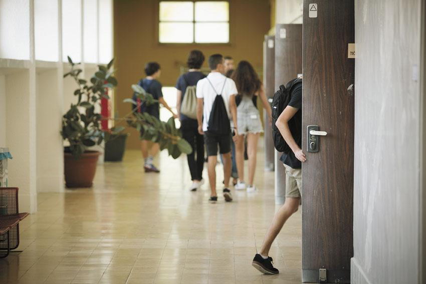תלמידים בבית ספר (צילום: דודו בכר)