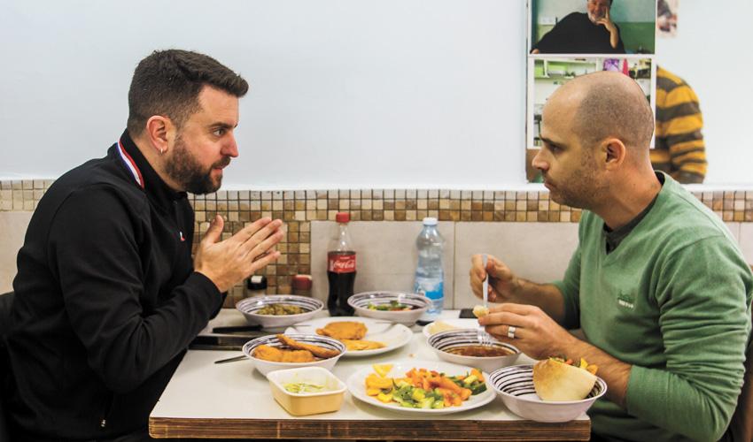 """עמית אהרנסון ויהונתן כהן, """"שמיל"""" (צילום: אסף קרלה)"""
