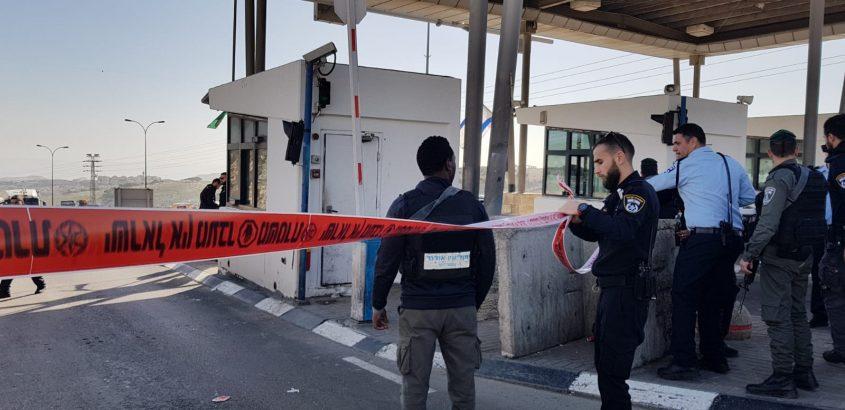 ניסיון פיגוע דקירה במחזון א-זעיים (צילום: דוברות המשטרה)