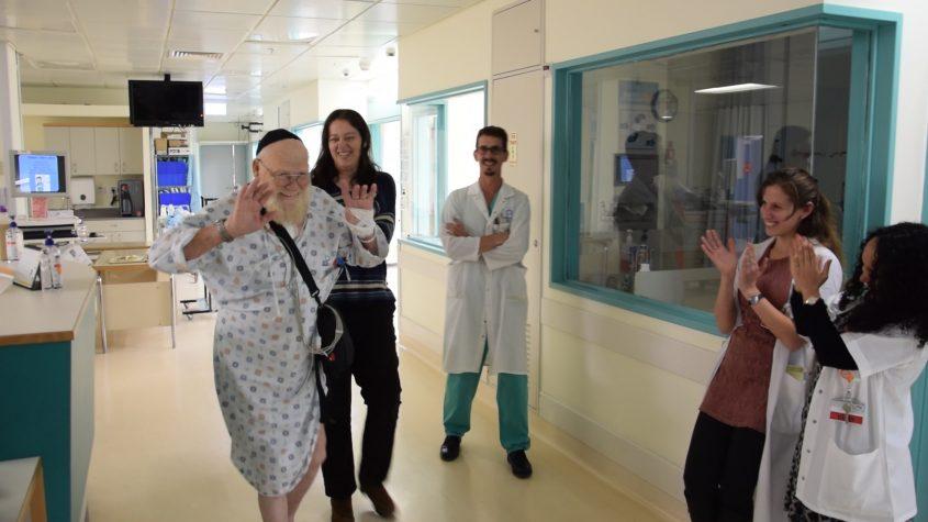 המטופל שעבר השתלת לב מלאכותי בשערי צדק (צילום: דוברות שערי צדק)