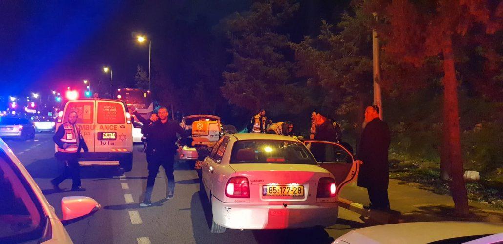 זירת התאונה בשדרות גולדה מאיר, שבה נהרג רפאל יצחק הולצברג (צילום: דוברות איחוד הצלה)