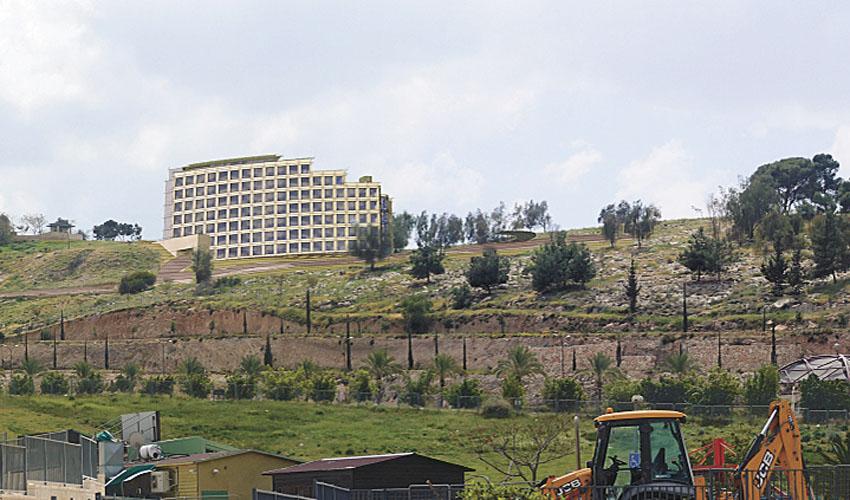 הדמיית המלון שיוקם בחורשת פוגל (הדמיה: באדיבות עיריית מעלה אדומים)