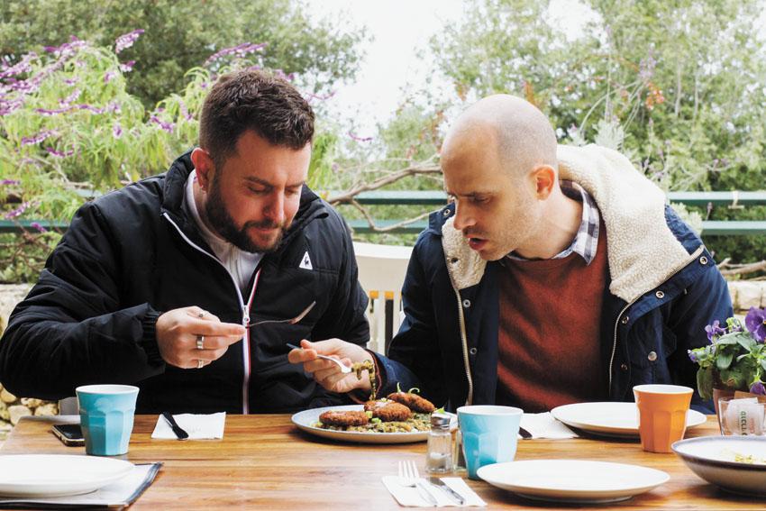 """עמית אהרנסון ויהונתן כהן, """"בר בהר"""" (צילום: אסף קרלה)"""