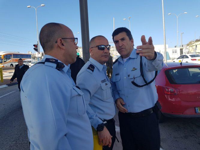 ניצב יורם הלוי בזירת ניסיון פיגוע הדקירה במחסום א-זעיים (צילום: דוברות המשטרה)