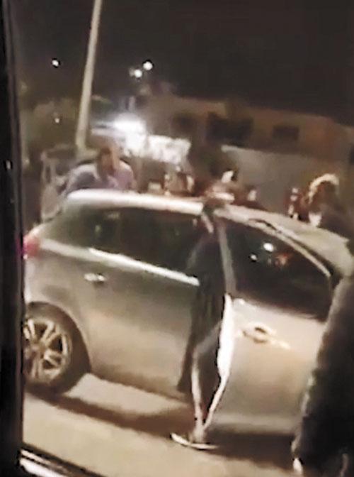 הרכב של רוני לאיני שהותקף בדרך לסכנין (צילום: פרטי)