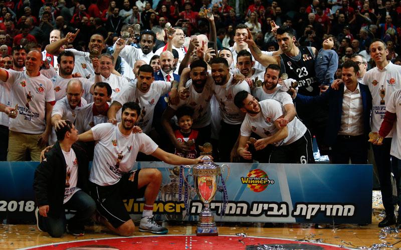 הפועל ירושלים עם גביע המדינה לשנת 2019 (צילום: ניר קידר)